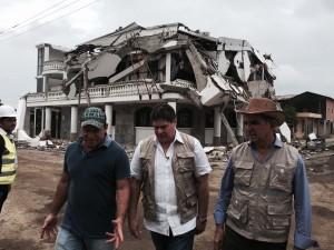 """LA RUTA DE ROQUE…Misión Terremoto ECUADOR:  """"Unidos ALIVIANDO EL DOLOR del Pueblo"""""""